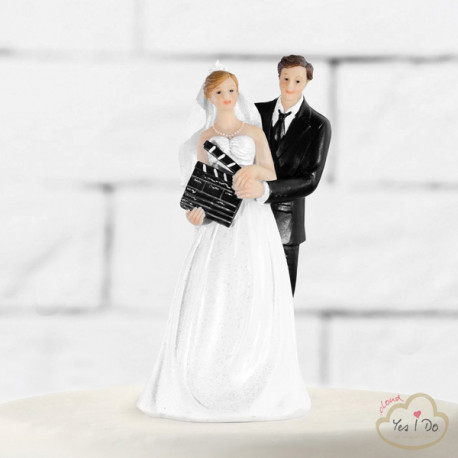 NEWLYWEDS WITH A CLAPPERBOARD CAKE TOPPER