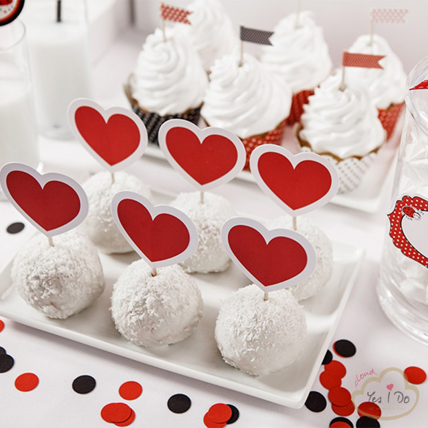 6 CUPCAKE TOPPERS HEART