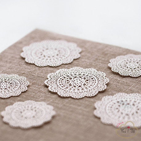 10 PAPER DECORATIONS ROSETTE 4 CM